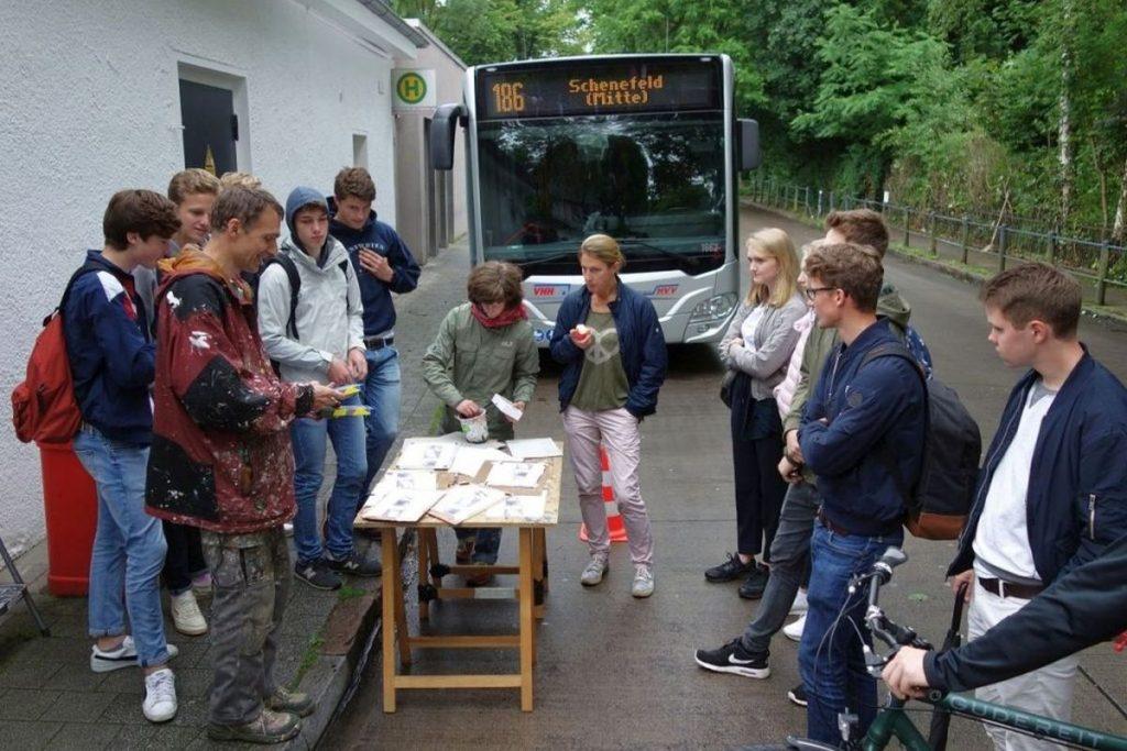 Die Schülergruppe mit Kai Teschner