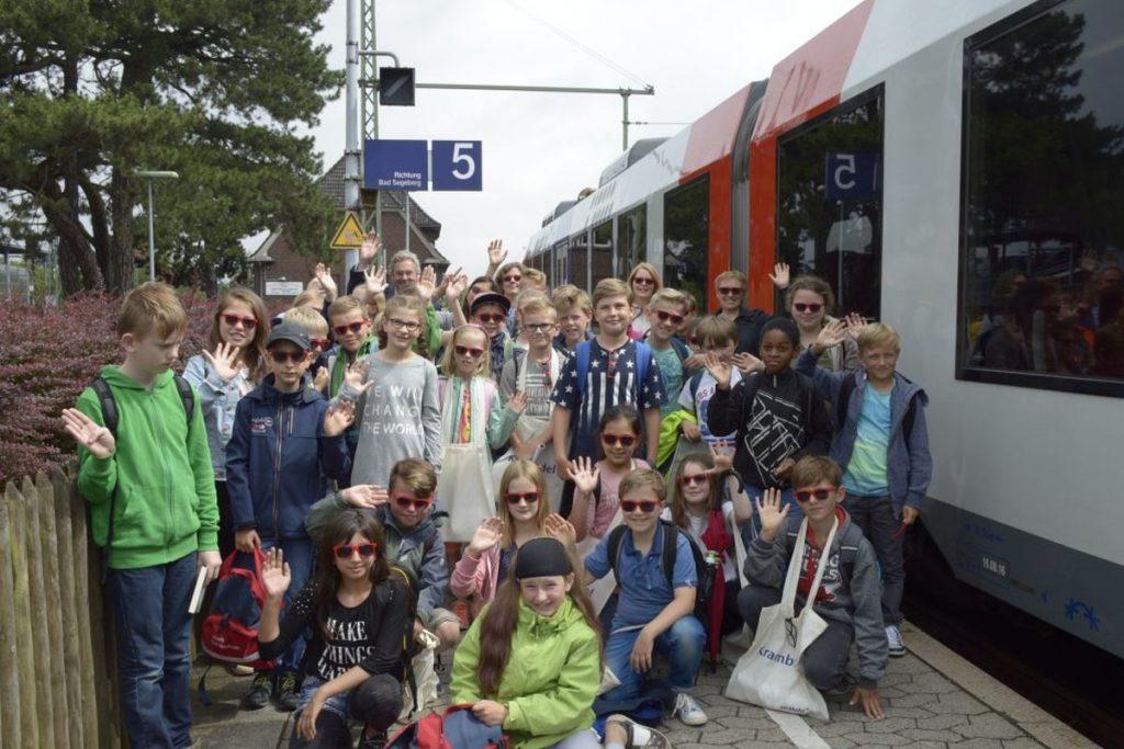 Vorgelesen wurde auf einer Zugfahrt mit der nordbahn von Bad Oldesloe nach Neumünster und zurück