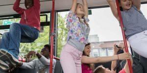 Am 2. und 8. August 2018 können Kita-Kinder im Wilhelmsburger Inselpark und im Umweltzentrum Gut Karlshöhe einen echten HVV-Bus erkunden.