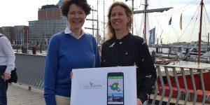 Am 26. April 2019 wurde die digitale Umweltrallye bei einem Pressetermin vorgestellt. u.a. von Dr. Susan Müller-Wusterwitz von Digikultur und Melanie Ruhl von den Schulprojekten im HVV