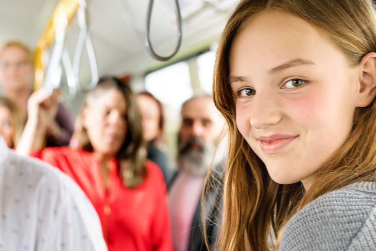 Mit dem HVV-Freizeitpass können Jugendliche ab 15 Jahren günstig im Hamburger Verkehrsverbund mit Kinderfahrkarten unterwegs sein.