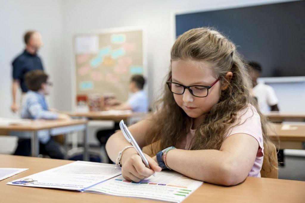 Ob Materialkiste, Bastelbögen, Malbuch oder das HVV-Lied: Die Schulprojekte im HVV bieten kostenlose Lehrmaterialien für Kita und Vorschule!