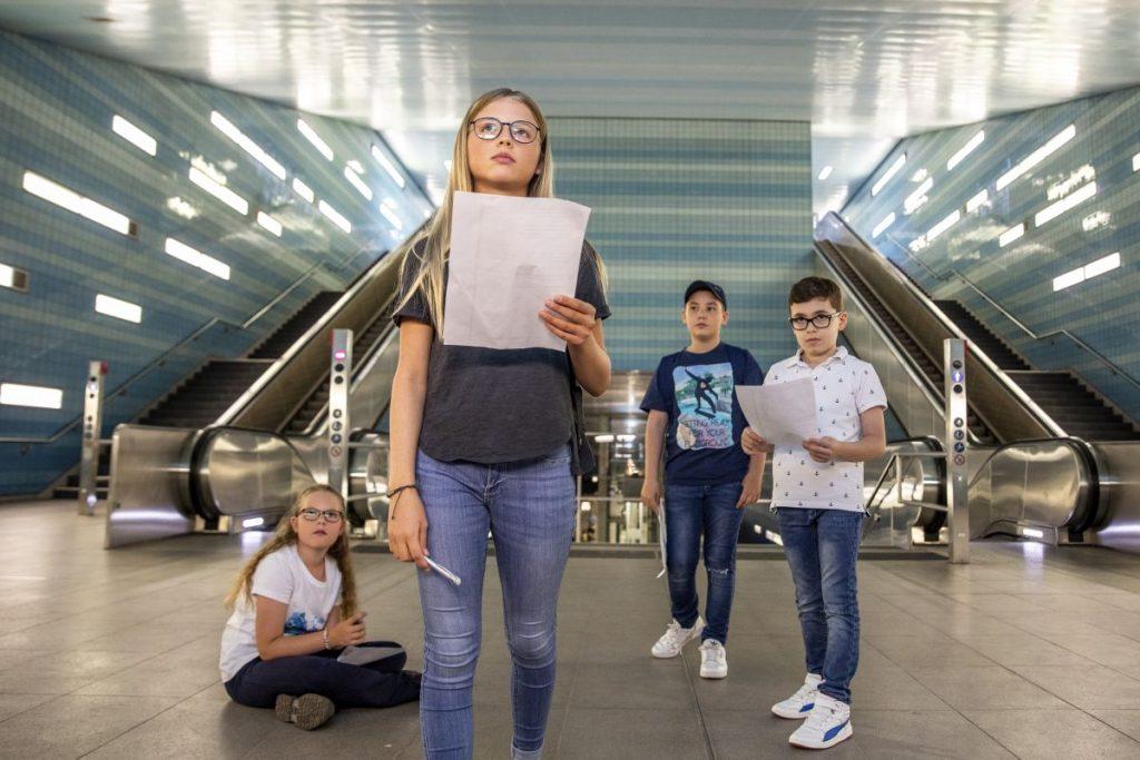 Mit der HVV-Rallye erkunden Grundschulklassen die Großstadt Hamburg aktiv mit Bus und Bahn. Das Angebot der Schulprojekte im HVV ist kostenfrei.
