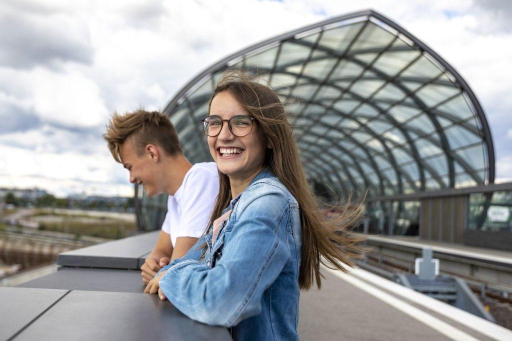 Das SchulSpezial in Hamburg bietet günstigere Fahrpreise für Schülerinnen und Schüler im Hamburger Verkehrsverbund (HVV).