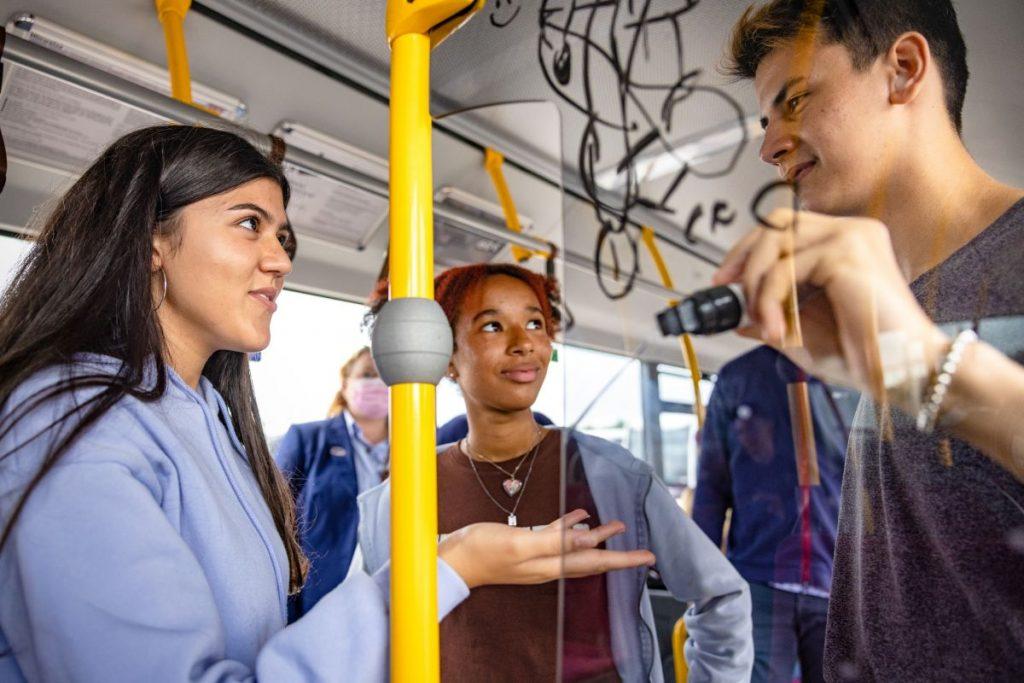 """Das Ausbildungskonzept der """"Bus-Engel - Gewaltprävention in Südholstein"""" basiert unter anderem auf den Inhalten der Verkehrserziehung."""