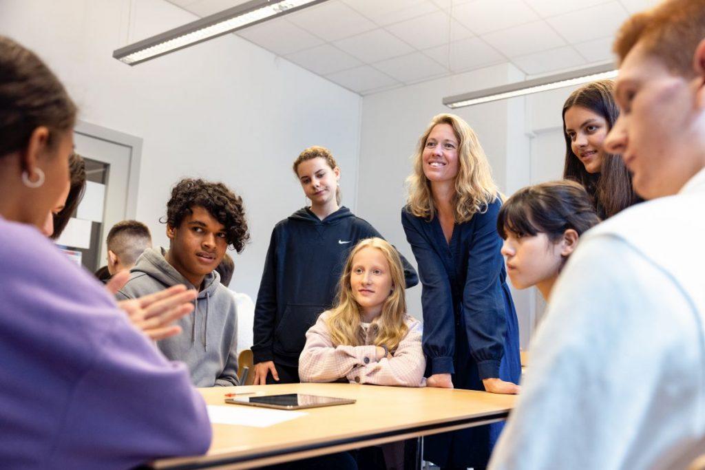 Kostenlose Lehrmaterialien und fachbezogene Projekte für Schulklassen der Stufe 7 bis 13 in der Metropolregion Hamburg